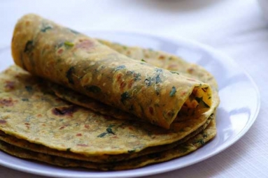 Tasty Paneer and Methi Paratha Recipe