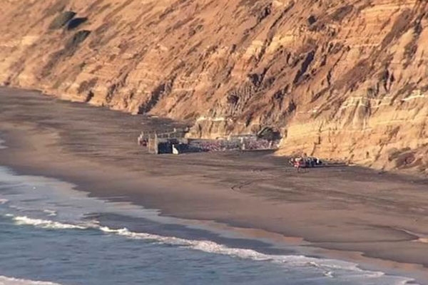 Woman falls off the cliff at Fort Funston