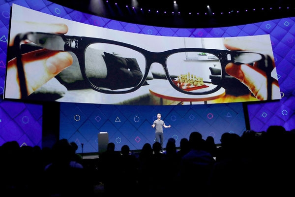 Facebook partners with RayBan to launch Smart Glasses in 2021